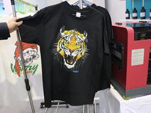 Juodos marškinėlių ekranas